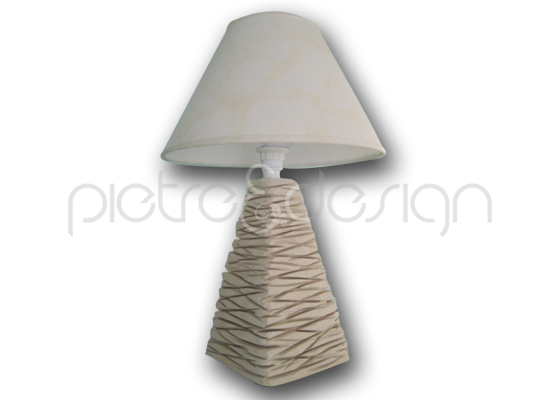 Lampada piramide in pietra leccese